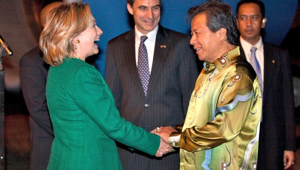 Secretary of State Hillary Clinton is greeted upon arrival by Malaysian Foreign Minister Dato' Sri Anifah bin Haji Ahmad.